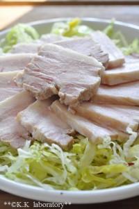 とろける美味しさ!野菜だしで煮る塩豚