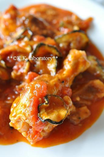 HOSHIKOズッキーニと鶏手羽の簡単トマト煮