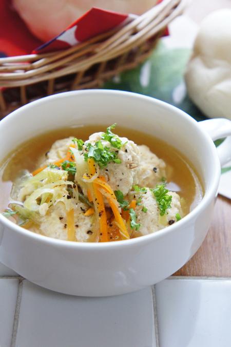 鶏団子の野菜だしスープ