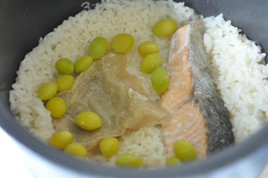秋鮭と銀杏の炊き込みご飯手順1
