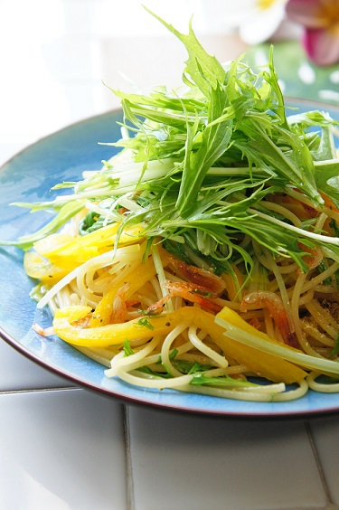 水菜と桜海老の畑のおだしパスタ